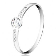 Gyűrű fehér 14K aranyból - kerek átlátszó cirkónia, vékony cirkóniás sávok az oldalakon