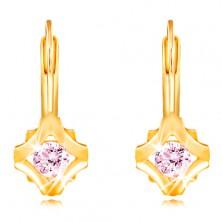 14K sárga arany fülbevaló - kerek rózsaszín cirkónia rombusz körvonalú foglalatban