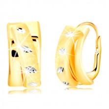 585 arany fülbevaló - fényes ív matt félkörrel díszítve, fehér arany vésetekkel