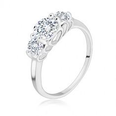 925 ezüst gyűrű - három kerek csillogó cirkónia, szív alakú rések