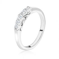 925 ezüst gyűrű - fényes sáv kerek átlátszó cirkóniával, hullámokkal