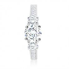 925 ezüst jegygyűrű - három kerek cirkónia, fényes sín cirkóniával