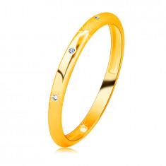 14K sárga arany briliáns szalag gyűrű - három kerek áttetsző gyémánttal díszítve, sima felülettel