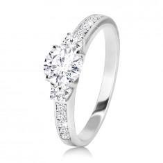925 Ezüst gyűrű - csillogó, áttettsző cirkóniával, keskeny, fényes , cirkóniával kirakott vállakkal