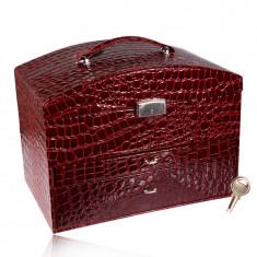 Bőrönd ékszerdoboz bordó színben, krokodil mintával, ezüst színű fém részletek, kulcs