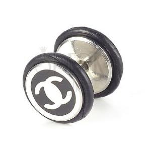 Fake plug - ezüst Chanell logó fekete alapon
