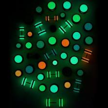 Sötétben világító hamis fülpercing - két fekete gumival