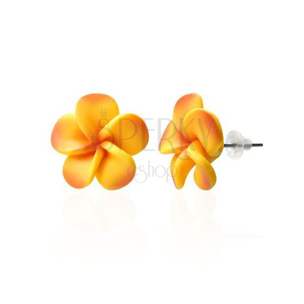 Szirmokból álló sárgás fimo fülbevaló
