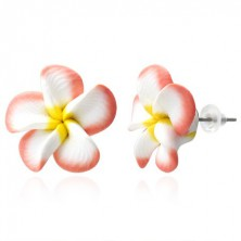 Beszúrós pluméria fülbevaló, lazac - fehér szirmok