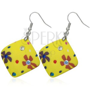 Sárga fimo fülbevaló - négyzet, virágok, cirkóniák