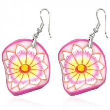 Fimo fülbevaló - rózsaszín hullámos kör, sárgás virág