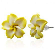Beszúrós fimo fülbevaló - sárgásfehér virág