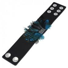 Fekete bőr karkötő - kék pávatollak