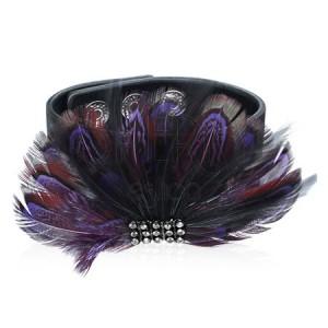 Bőrből készült karkötő - lila tollak, szemis
