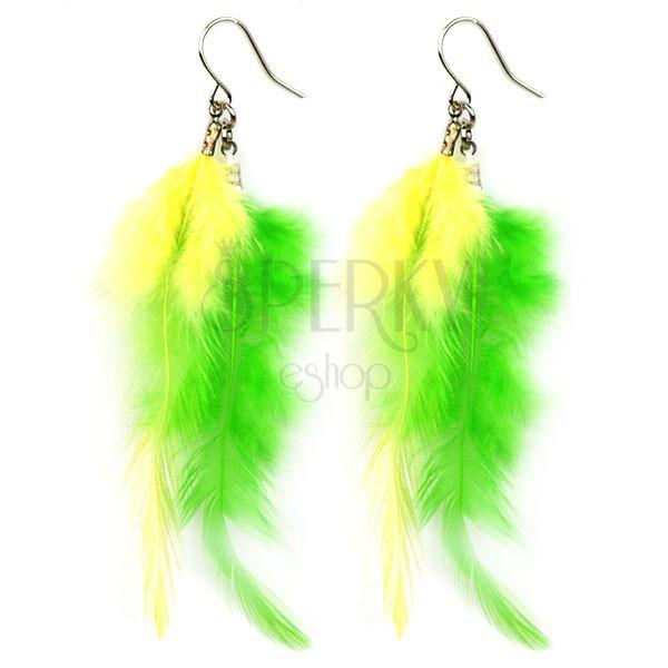 Sárga és zöld tollból készült fülbevaló