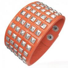Neon narancs műbőr csuklópánt - ezüst piramisok