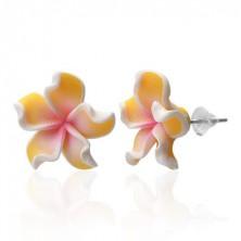 Beszúrós fülbevaló - Pluméria, sárgás szirmok