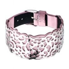Rózsaszín bőrkarkötő, kivágott acél díszítés