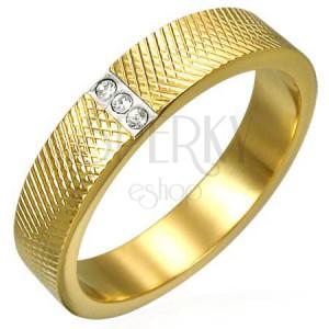 Aranyozott acél gyűrű - sűrűn gravírozott minta, három cirkónia
