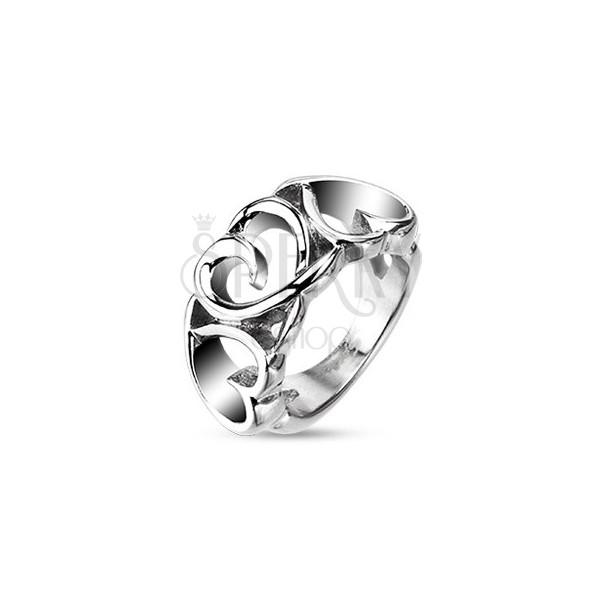 Acél gyűrű - három mintázott szívecske