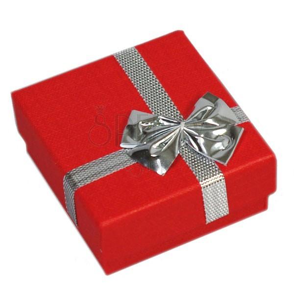 Ajándékdoboz - gyűrűre, piros, ezüst színű masni