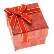 Ajándékdoboz gyűrűnek - piros kocka, kétszínű szalag