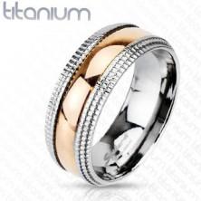 Titánium karikagyűrű - mintázott szegélyek, aranyozott sáv