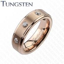 Volfrám gyűrű enyhén réz árnyalatban, három átlátszó cirkónia