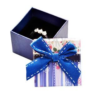 Ajándékdoboz gyűrűnek - kék csíkok, rózsák és masni