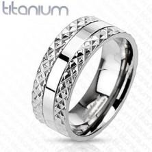 Titángyűrű négyzetes metszett mintával