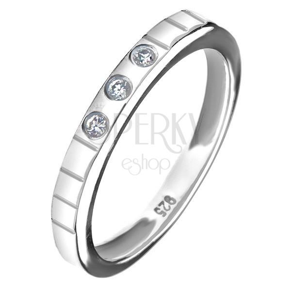 925 ezüst gyűrű - három beágyazott cirkónia, gravírozott vonalak