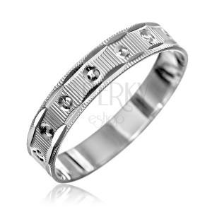 Ezüst gyűrű - vésetek és kis kúpok, recés perem