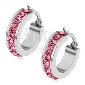 Fülbevaló sebészeti acélból rózsaszín cirkóniákkal a kerületén