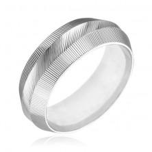 Gyűrű sterling ezüstből - kiemelkedő, bordázott felület