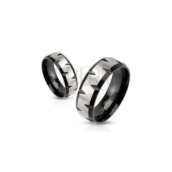 Acél gyűrű - ezüst sáv, fekete szegély bevágásokkal