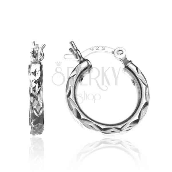 Kerek ezüst fülbevaló - cikkcakk bevágások, 15 mm