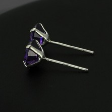 Ezüst fülbevaló - kerek lila cirkónia, 7 mm