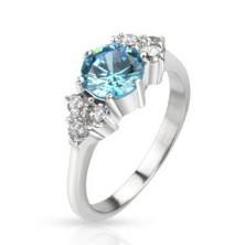 Gyűrű acélból - tiszta kövekkel övezett kiemelkedő kék cirkónia