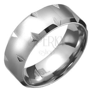 Matt gyűrű acélból - letört szélek, gyémánt alakú bevágások