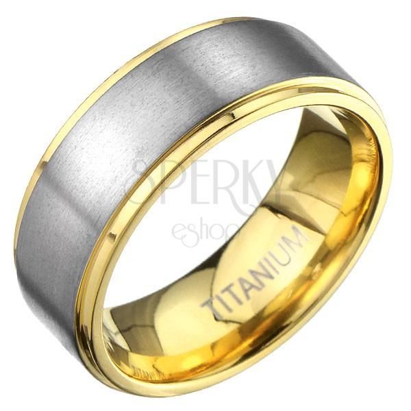 Arany színű gyűrű titániumból matt ezüst sávval